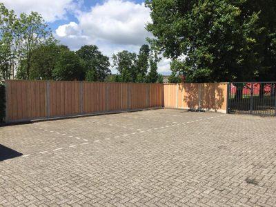 Voshaar Schuttingen: Hout-/beton schutting