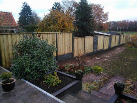Voshaar Schuttingen: Voorbeeld hout-/beton schutting